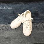 夏のファッション・コーディネートに加えたコンバースの白スニーカー、蘇る過去の記憶