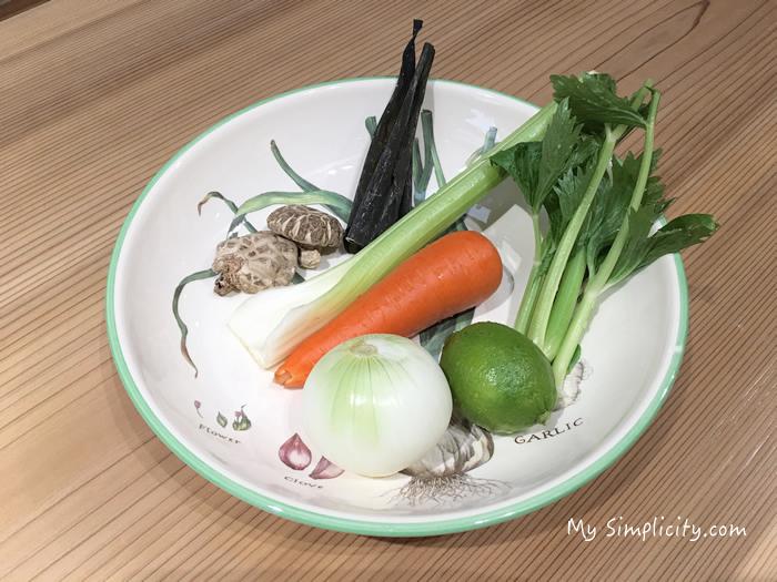 骨スープは、腸のなかを整えてくれる養生食(骨を煮だしたスープストック)