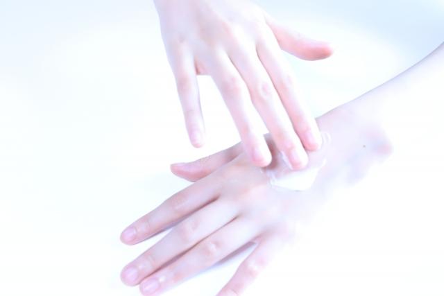ライフスタイルを改善させて、老けた手肌の女を卒業する方法